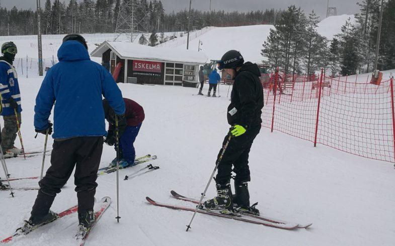 Laskettelua Myllymäessä arkipäivisin (ti-pe) 8.3-31.3.2021