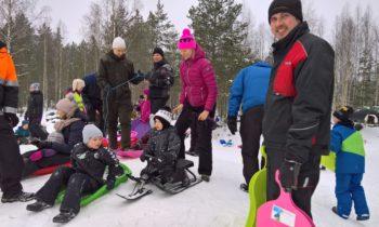 Koko perheen laskiaisrieha 3.3.2019 Haikkaanlahden metsästysmajalla Taipalsaarella