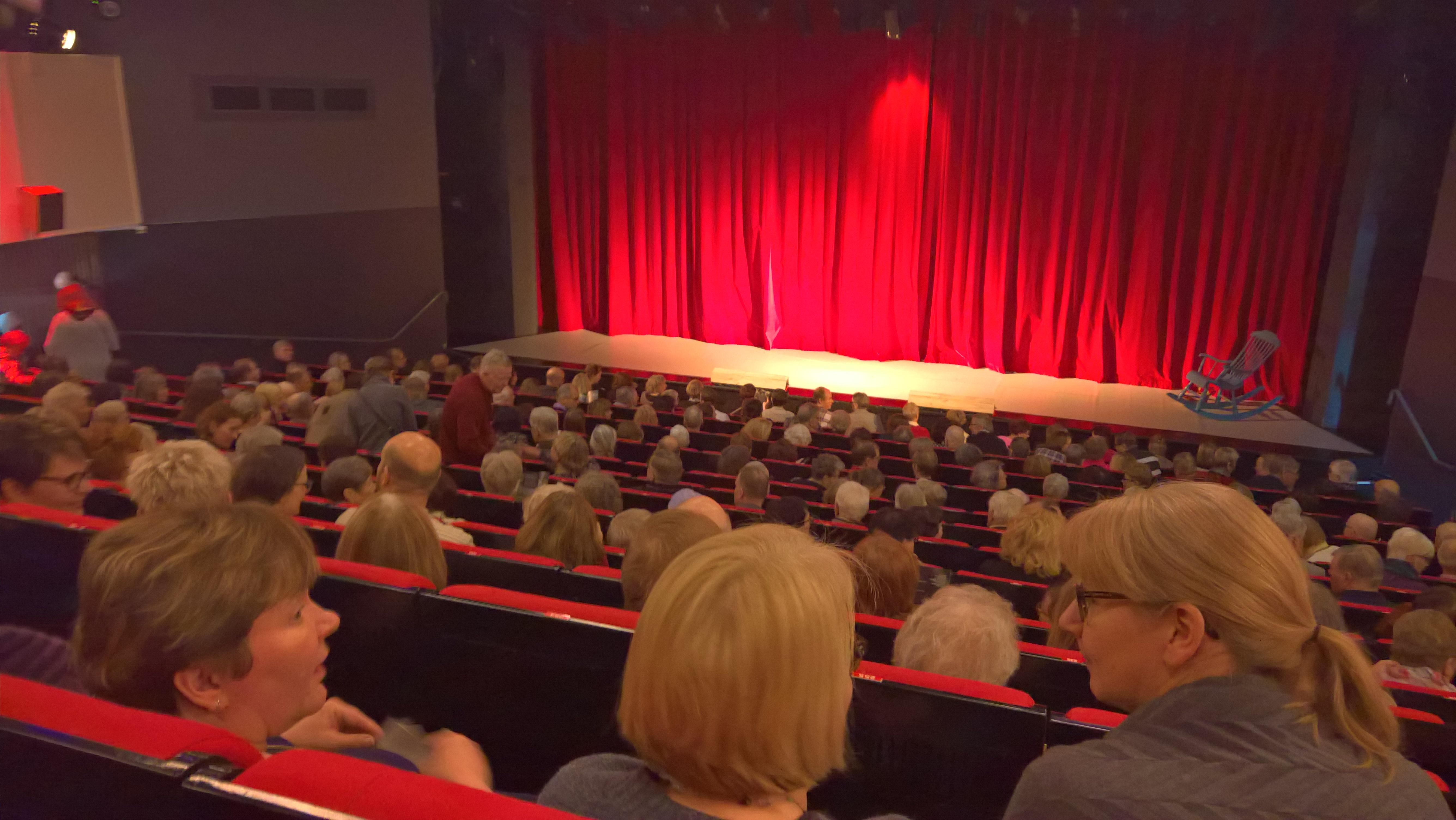 Satumaassa teatterissa