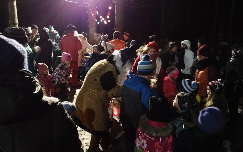 Reinikkalan tonttumaa-tapahtumassa 11.12.2018 klo 18.00-20.00 nautittiin jouluisesta tunnelmasta joukolla
