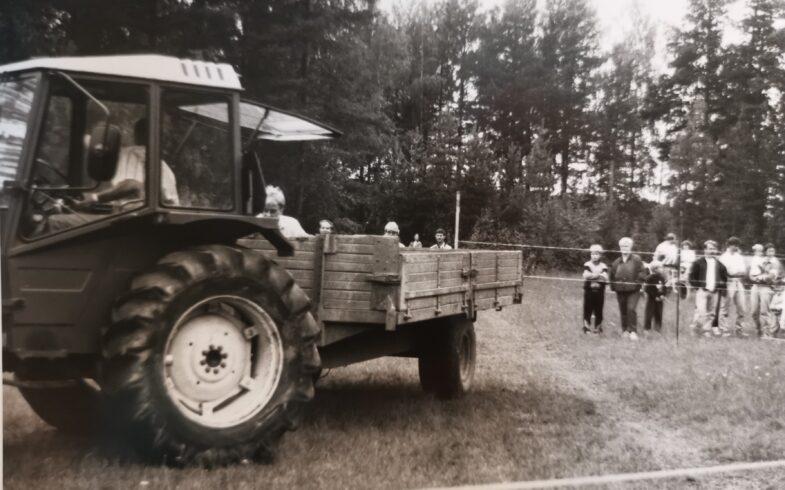 Traktorin taitoajokilpailut & näytös Haikkaanlahden vanhan kansakoulun kentällä (Vitsaintie 10) la 2.10.2021 klo 12.00 alkaen